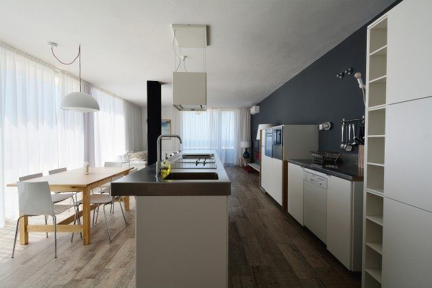FUE 110068-52 Küche mit modernen Küchengeräten