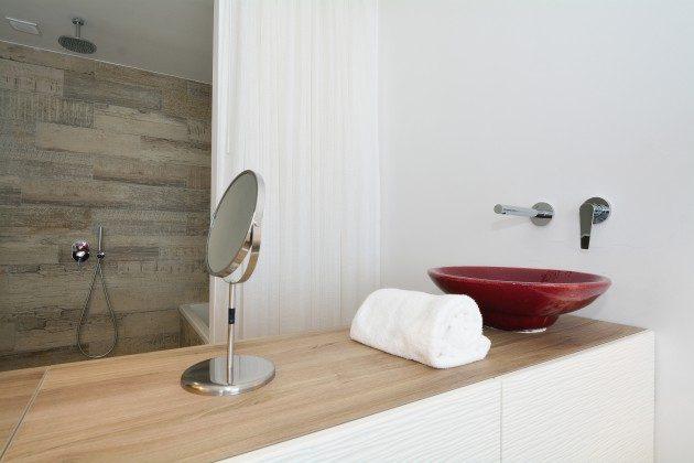 FUE 110068-52 Waschtisch im Bad