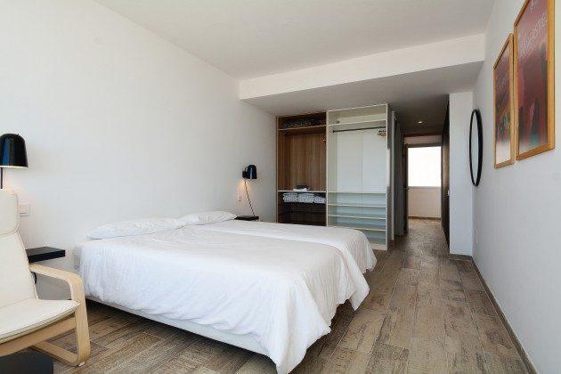 FUE 110068-52 Schlafzimmer mit Badezimmer en suite und großem Schrank