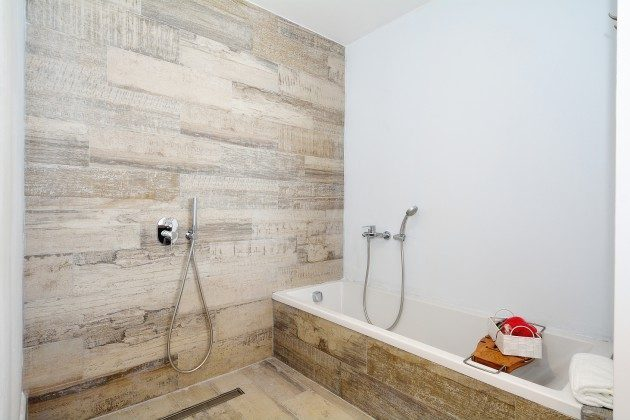 FUE 110068-52 Badezimmer mit Wanne