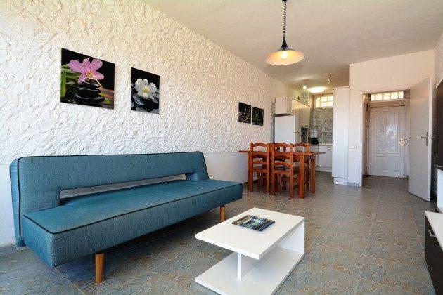 FUE 110068-53 Wohnraum mit angrenzender Küchenzeile