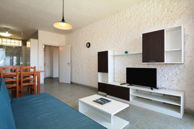 FUE 110068-53 Wohnzimmer mit Flat-TV mit deutschen Programmen