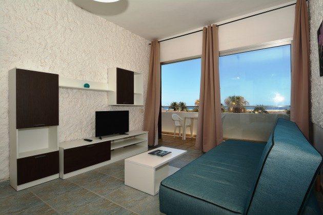 FUE 110068-53 Zugang vom Wohnzimmer auf den Balkon