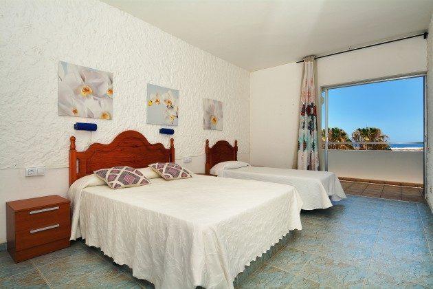 FUE 110068-53 Schlafzimmer mit Doppel- und Einzelbett