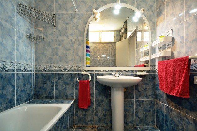 FUE 110068-53 Badezimmer mit Wanne