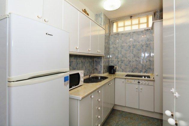 FUE 110068-53 Küche mit Kühl-/Gefrierschrank