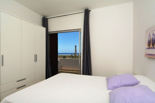 FUE 110068-54 Schlafzimmer mit Doppelbett