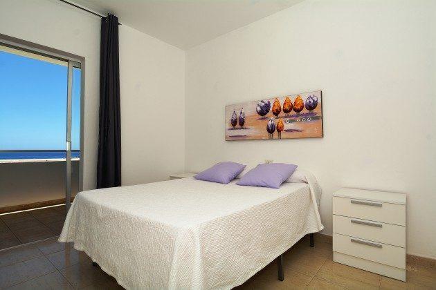 FUE 110068-54 Meerblick aus dem Schlafzimmer mit Doppelbett