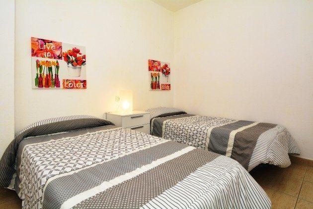 FUE 110068-54 Schlafzimmer mit zwei Einzelbetten