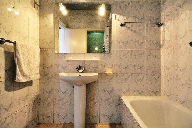 FUE 110068-54 Badezimmer mit Wanne