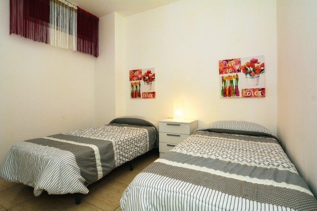 FUE 110068-54 Schlafzimmer mit Einzelbetten