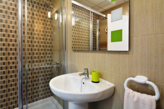 FUE 110068-55 Badezimmer mit Dusche
