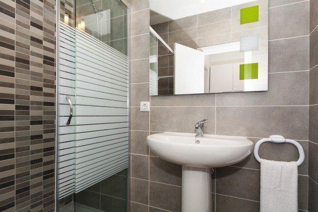 FUE 110068-56 Wohnbeispiel Bad mit Dusche