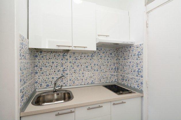 FUE 110068-57 kleine Küche mit Ceranfeld