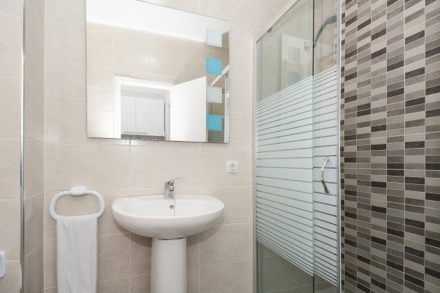 FUE 110068-57 Bad mit Dusche