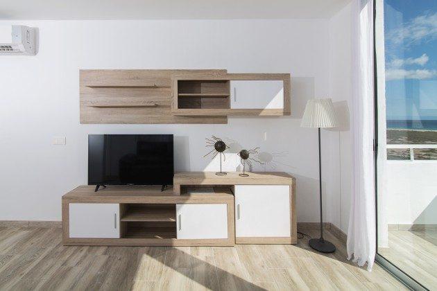 FUE 110068-86 Wohnraum mit TV