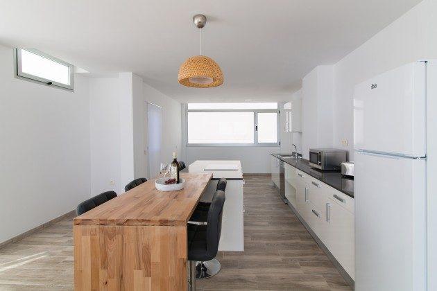 FUE 110068-86 Küchenzeile und Essplatz