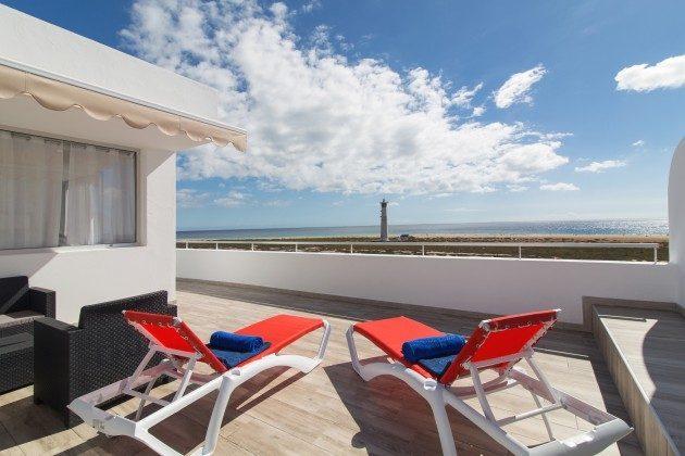 FUE 110068-86 Terrasse mit Blick zum Strand