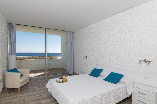 FUE 110068-86 Schlafzimmer mit Zugang Terrasse
