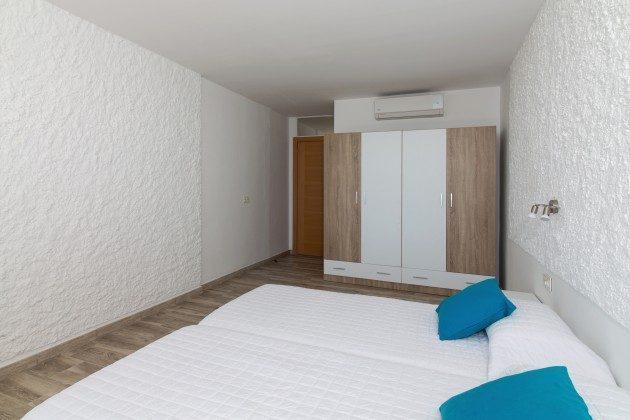 FUE 110068-86 Schlafzimmer mit Schrank