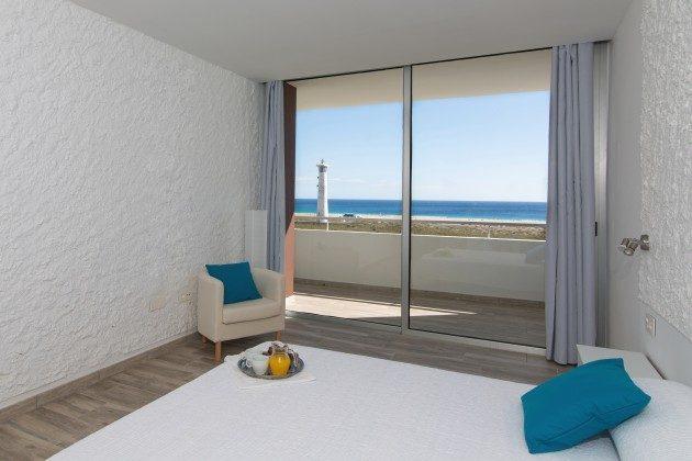 FUE 110068-86 Schlafzimmer mit Doppelbett