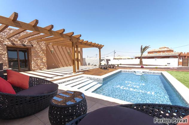 Pool und Gartenmöbel
