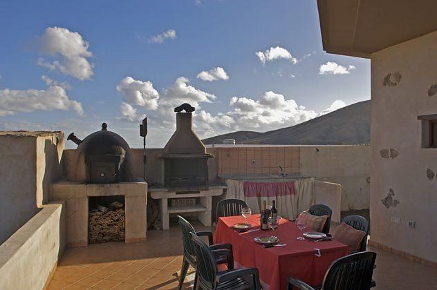 Terrasse mit Blick auf umliegende Vulkanberge