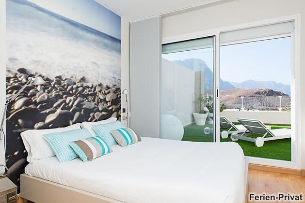 Schlafzimmer mit angrenzender Terrasse