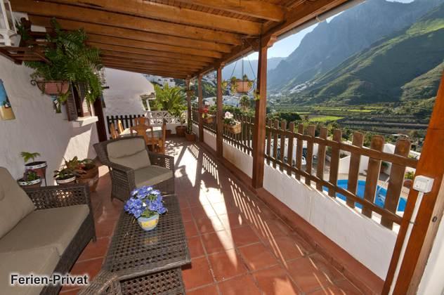 Ferienhaus mit Pool und wunderbarem Ausblick