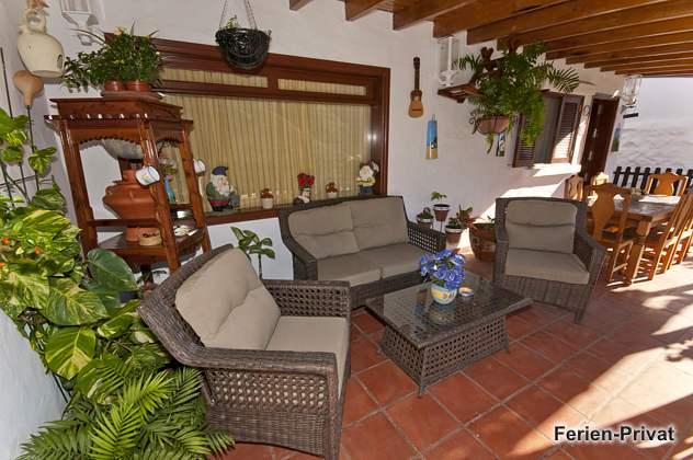 Sitzecke auf der überdachten Terrasse