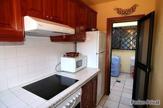 Küche und Patio mit Waschmaschine