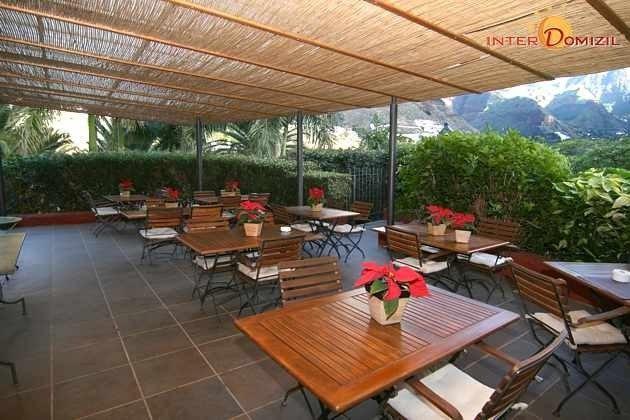 überdachte Terrasse neben der Teeküche