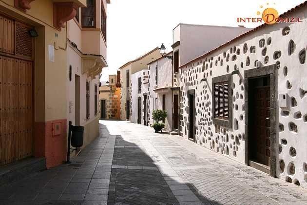 kleine Dorfstraße, in der das Hotel liegt