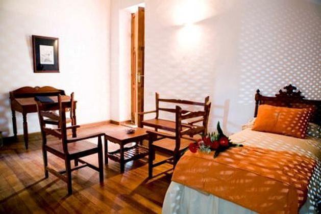 Wohnbeispiel großes Zimmer mit Wohnbereich im Landhotel