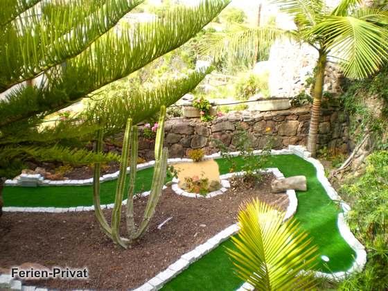 Garten mit Minigolf-Bahn