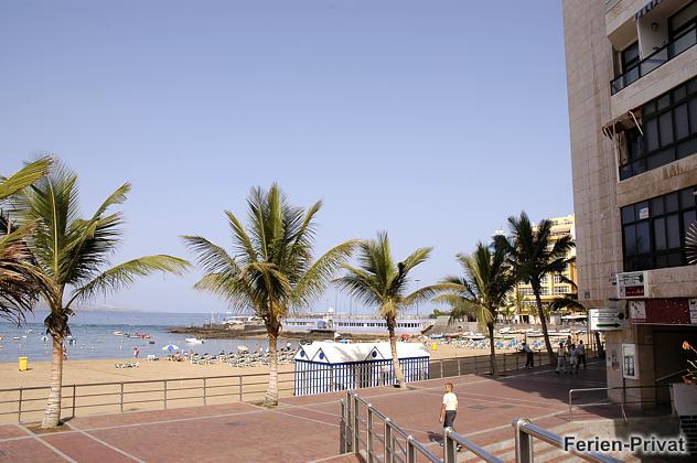 Außenansicht Haus und Strand