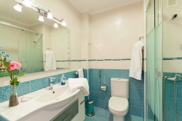GC 164835-19 Badezimmer mit Dusche