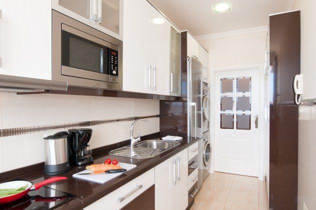 GC 164835-19 gut ausgestattete Küche