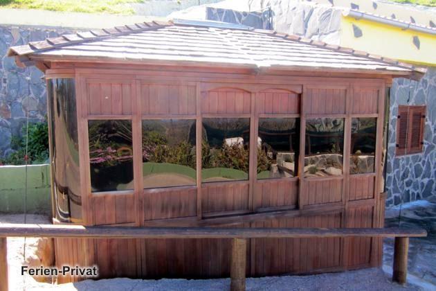 Holzhaus mit Whirlpool