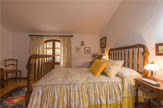 GC 2584-92 Schlafzimmer mit Doppelbett