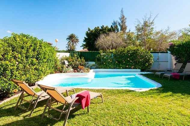 Außenbereich mit Garten und privatem Pool