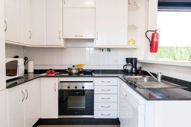 GC 150098-1 gut ausgestattete Küche