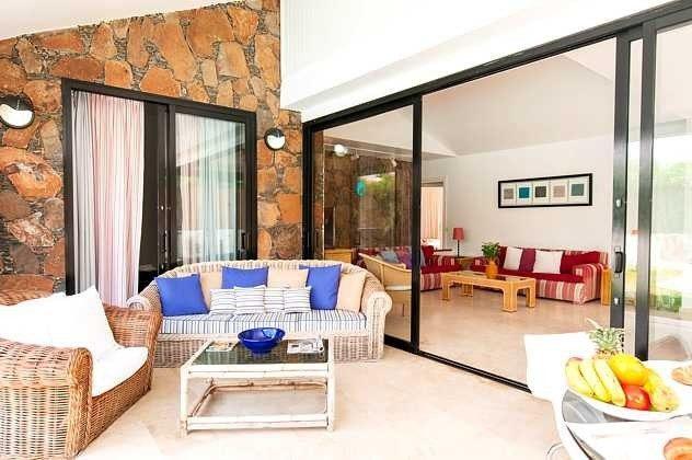 Villa mit überdachter Terrasse