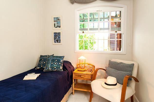 kleines Schlafzimmer mit Rollbett