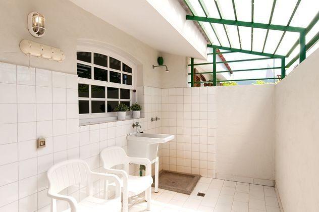 kleiner Patio mit Ausguss und Dusche