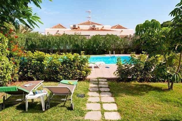 Spanien Kanaren Insel Gran Canaria Bungalow mit Pool