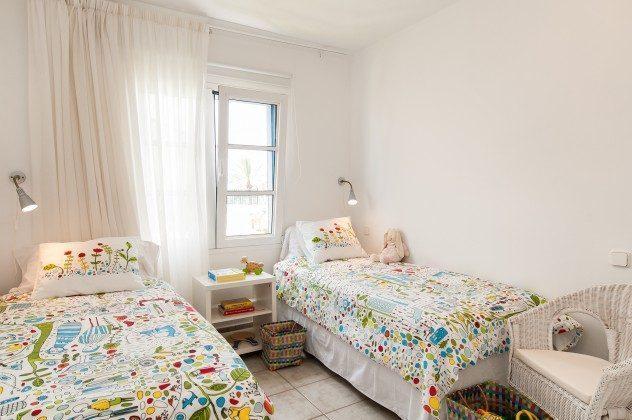 GC 164835-16 Schlafzimmer mit zwei Einzelbetten