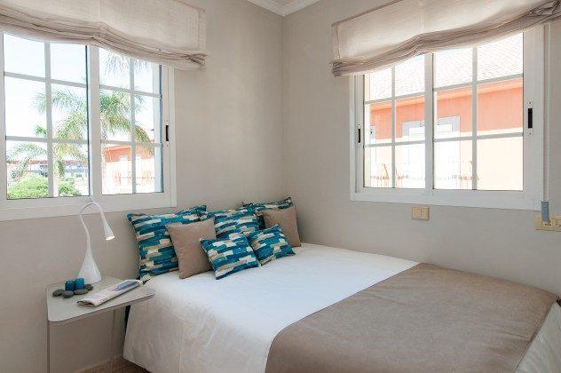 GC 164835-17 Schlafzimmer mit Doppelbett
