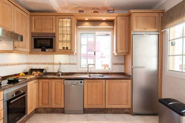 GC 164835-17 gut ausgestattete Küche