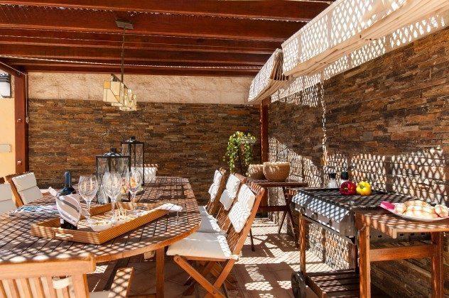 GC 164835-17 Terrasse mit Esstisch und Grill